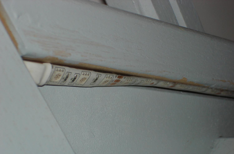 Clairage d 39 escalier led avec dtection de prsence for Comment installer ruban led