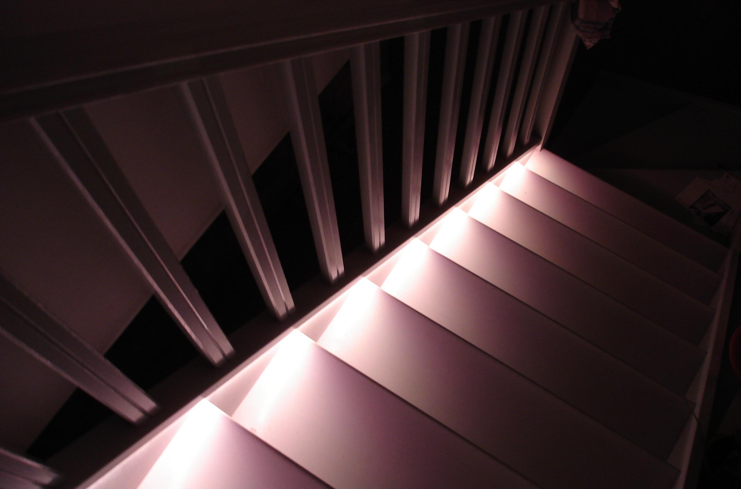 ruban led detecteur mouvement escalier